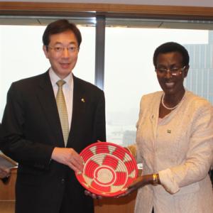 大使と神戸市長_トリミング