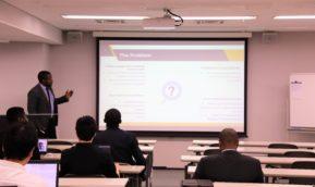 イノベータコースM2の中間審査発表会が行われました